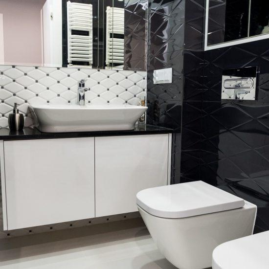 Projekt czarno białej łazienki i realizacja
